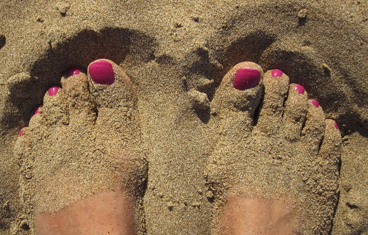 stopy-w-piasku